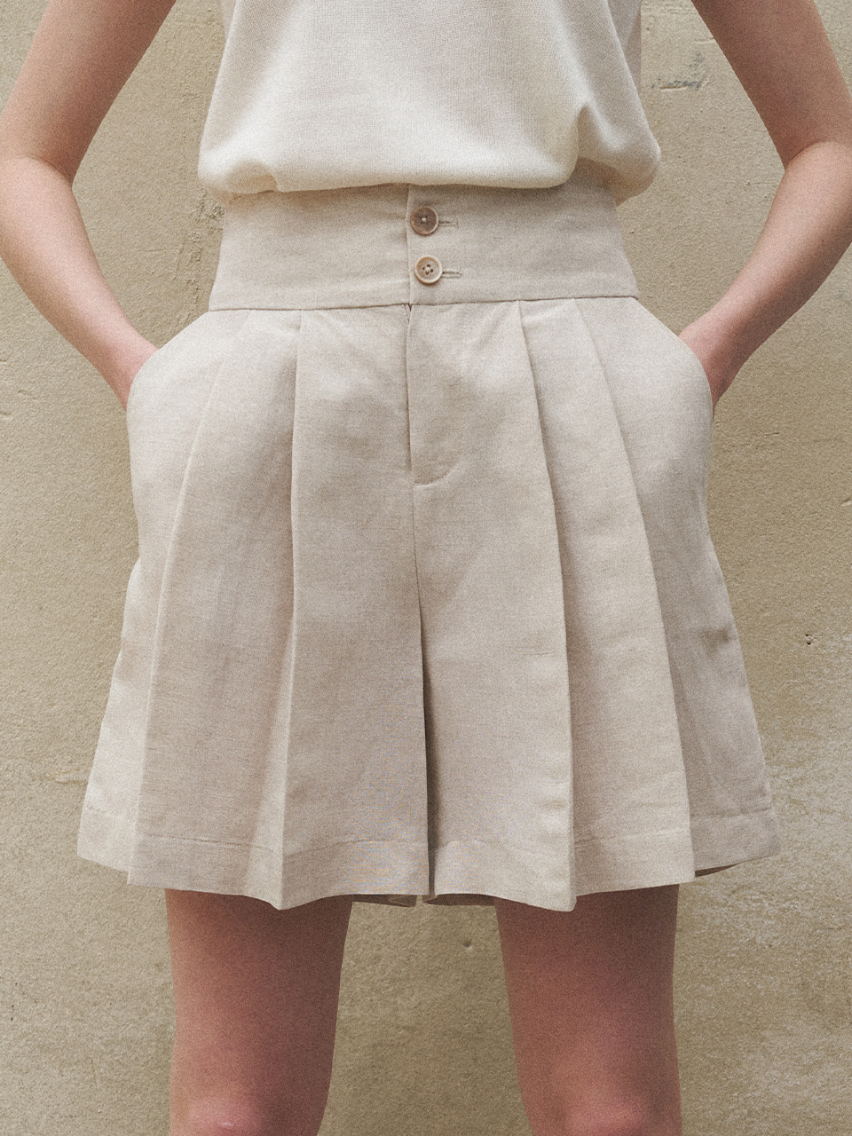 Linen High-Waist Shorts_Natural